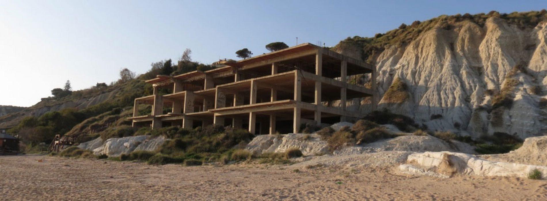 Sicilia: bloccata la sanatoria per gli edifici sulla costa