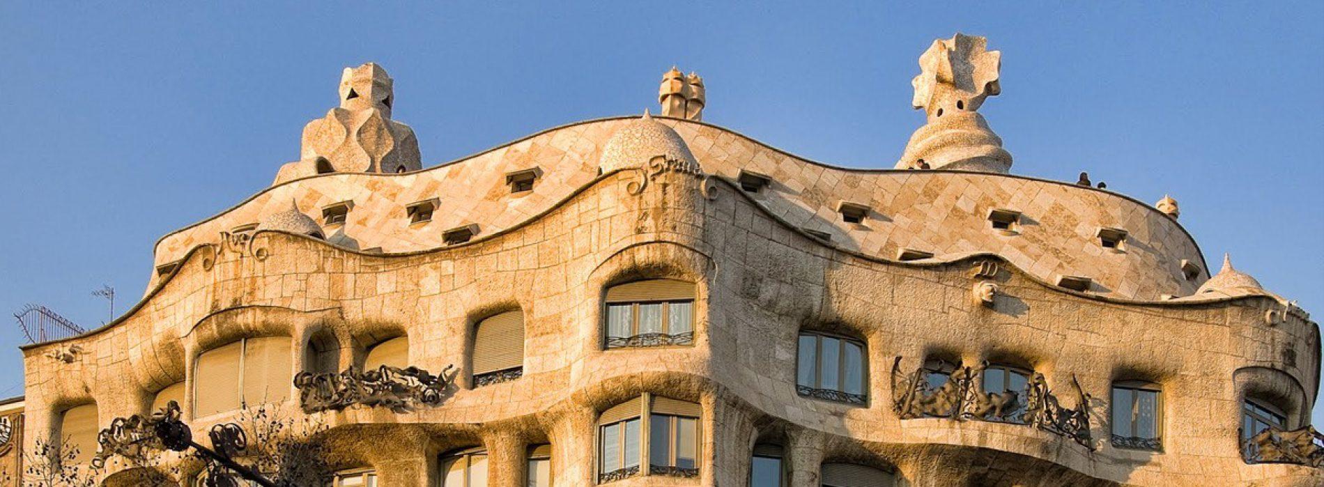 """Casa Milà """"La Pedrera"""", la grande onda pietrificata di Gaudí"""